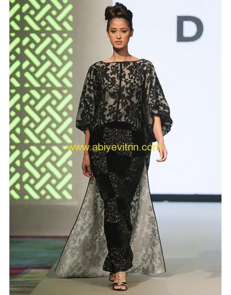 İşlemeli ve Tüllü Elbise Modeli