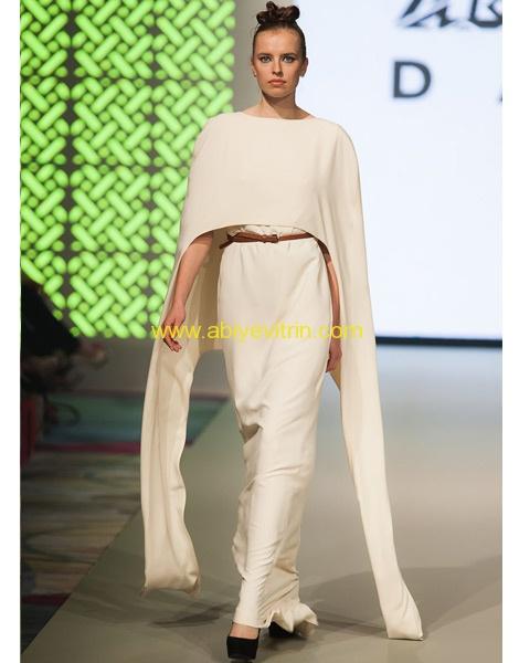 Pelerinli Beyaz Abiye Modeli