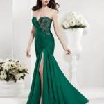 derin yırtmaçlı zümrüt yeşili elbise