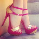 kırmızı altın bantlı abiye ayakkabı modeli