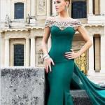 kuyruklu zümrüt yeşil elbise