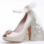 Duvaklı gelin ayakkabısı