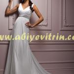 V Yaka Beyaz Elbise