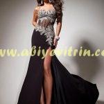 Siyah İslemeli Elbise Modeli