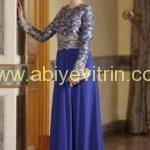 ozduman-cicek-detayli-sax-mavi-elbise