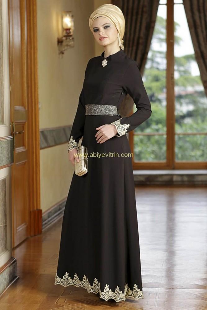 ozduman-dantel-detayli-siyah-elbise